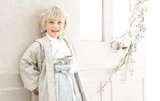 エミュオリジナルデザインのオシャレな衣装や小物たち