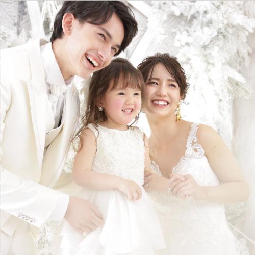 結婚記念日のプレゼント<br /> 両親へのサプライズで<br /> 家族みんなでブライダルフォト
